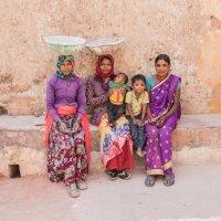 Индийские девушки в рабочей одежде :: Radeey Teng