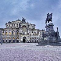 ОПЕРА ЗЕМПЕРА. 1841г.  По дождливому Дрездену. :: Виталий Половинко