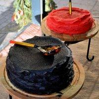Для гурманов блины чёрные, блины красные, а повсюду обычные румяные! :: Татьяна Помогалова