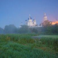 Свято-Боголюбовский монастырь в ночной туманной дымке. :: Igor Andreev