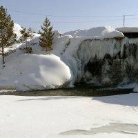 Подмерзший водопад :: Елена Тренкеншу