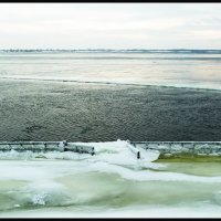 ВОЛГА. Зимняя река  в районе Волгограда. :: Юрий Гуков
