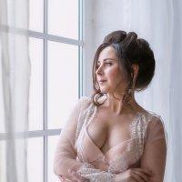 У окна.. :: Ирина Симухова