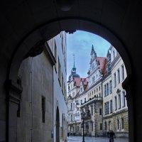 УЛОЧКАМИ СТАРОГО ГОРОДА. По дождливому Дрездену. :: Виталий Половинко