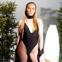 Девушка в купальнике :: Valentina Zaytseva