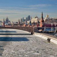 Утро красит нежным светом Стены древнего Кремля. :: Alexsei Melnikov