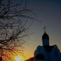 Морозный вечер и храм :: Леонид Абросимов