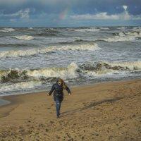 бегущая от волны... :: juriy luskin