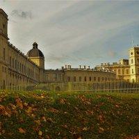 Вблизи Большого Гатчинского дворца... :: Sergey Gordoff