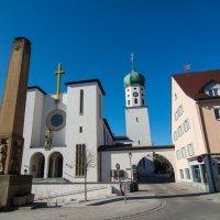 католическая церковь и памятник погибшим в мировых войнах :: Viktor Schwindt