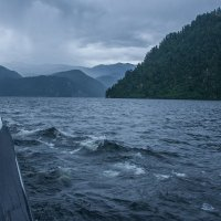 Непогода на озере Телецкое :: Алексей Мезенцев
