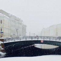 в снежный день у Певческого моста :: Елена