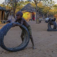 у племена Имба, дети играют с чем найдут и  смогут :: Георгий А