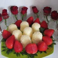 Розы, и клубничка с лучшим поцелуем... ) :: Mariya laimite