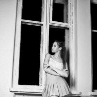 У окна :: Женя Рыжов
