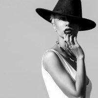 Неизвестная в шляпке :: Марат Ахметгалин