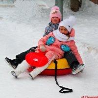 Поздравив бабушку и маму на горку мы пойдём с сестрой! :: Андрей Заломленков