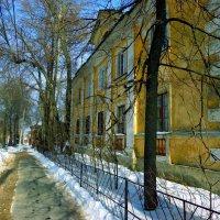 весенняя улица :: Наталья Сазонова