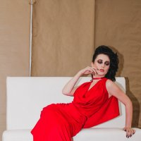 Девушка в красном :: Мария Кудрина