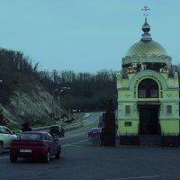 Церквушка по дороге в Сочи :: Алексей Golovchenko