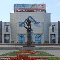 Мемориал Покрышкину. :: Наталья Золотых-Сибирская