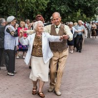Танцы в сквере :: Nn semonov_nn