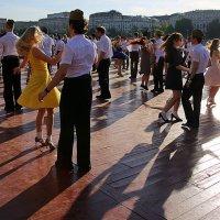 танцуют все :: Олег Лукьянов