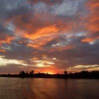 Пылает небо пламенем летящим!... :: Лидия Бараблина