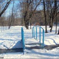 Мостик через ручей в парке :: Нина Бутко