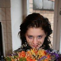 девушка с букетом :: Дмитрий Солоненко