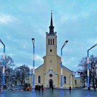 Площадь Свободы, церковь Святого Иоанна :: veera (veerra)