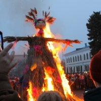 Сожжение чучела Масленицы. :: Валентина ツ ღ✿ღ