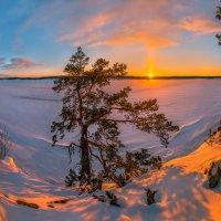 Световой столб солнца :: Фёдор. Лашков