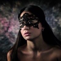Девушка в маске... :: Андрей Войцехов