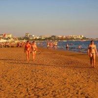 Закат над пляжем... :: Sergey Gordoff