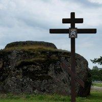 Казак-камень. Поклонный крест памяти Цесаревича Алексея :: Елена Павлова (Смолова)