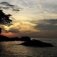 Закат – это своеобразный итог дня, который наполнен романтикой и таинственностью.... :: Вадим Якушев