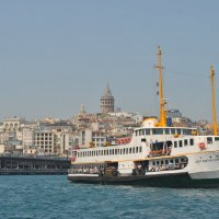 Галатский мост, корабль и Галатская башня вдалеке :: Елена Ухта