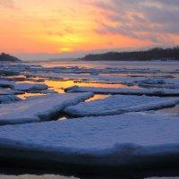 Весенний восход на реке. :: Алексей Баринов