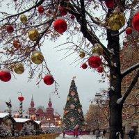Красная площадь украшена :: san05 -  Александр Савицкий