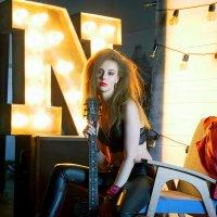 девушка с гитарой :: Наталья Сазонова