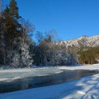 Наледь по свежему льду. :: Валерий Медведев