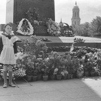Киев. Пионерский пост у обелиска  1962 :: Олег Афанасьевич Сергеев