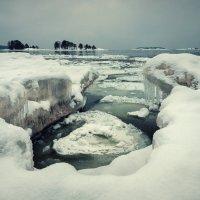 Зимняя Ладога. :: Юрий