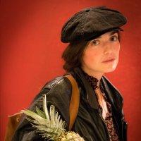 Девушка с ананасом :: Алексей Саломатов