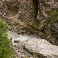 Горная река :: Валерий Шурмиль