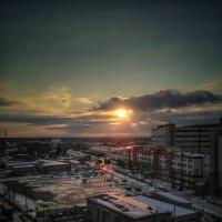 Закат в городе :: Александр Шишин