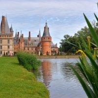 замок Мадама де Мэнтенон (2) вид с бассейна :: Георгий