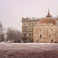 Круглая башня -  одна из двух сохранившихся боевых башен средневековой Выборгской крепости :: Юлия Новикова