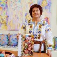 Наталія Суруджій - презентувала  «Писанки наших бабусь» :: Степан Карачко